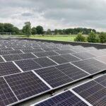 Ruim 500 zonnepalen op dak Weidenaar Dokkum